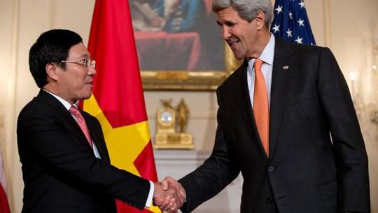 Phó Thủ tướng Phạm Bình Minh gặp Ngoại trưởng Mỹ John Kerry hôm 2-10. Ảnh: AP