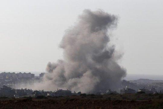 Khói lửa chiến tranh bao trùm Dải Gaza. Ảnh: Reuters
