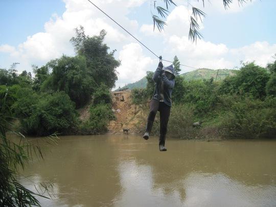 Đu cáp treo qua sông, một người tử nạn