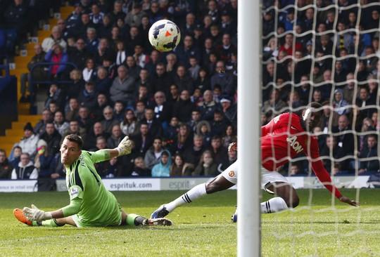 Welbeck với cú cứa lòng ấn định chiến thắng 3-0 cho M.U trước West Brom