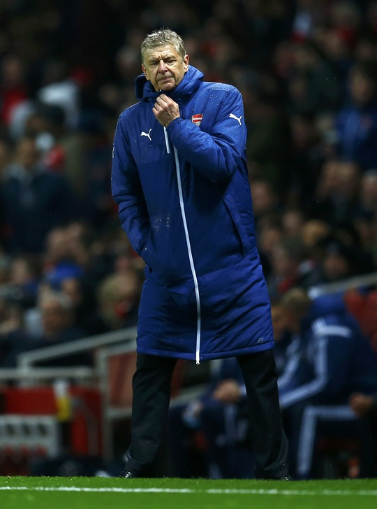 HLV Wenger thất vọng khi đội nhà bị thủng lưới 3 bàn liên tiếp chỉ trong 30 phút