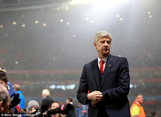 HLV Wenger tự tin với công việc của mình bất chấp dư luận