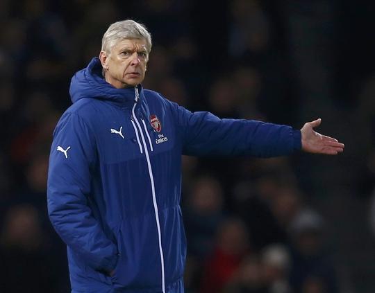 HLV Wenger kêu gọi FA trừng trị cầu thủ ăn vạ thẳng tay