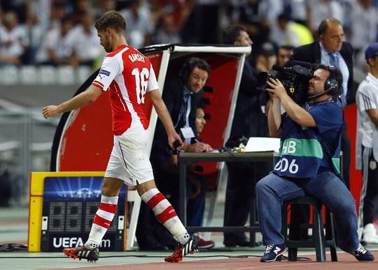 Ramsey rời sân torng sự bất bình của ông Wenger