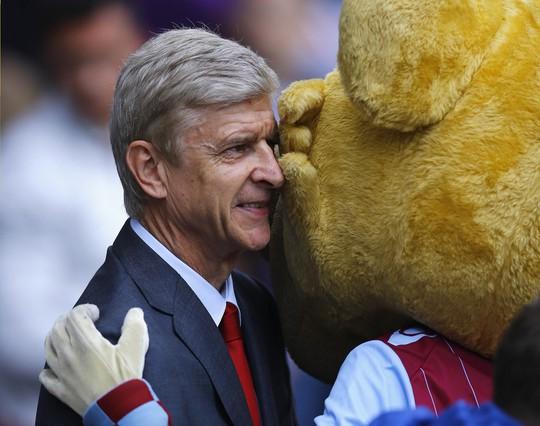 HLV Wenger không trách học trò sau trận thua Southampton