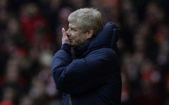 HLV Wenger muối mặt sau thất bại khó tin trước Liverpool