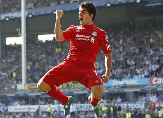 Các CĐV Liverpool sẽ không bao giờ quên hình ảnh mạnh mẽ của Suarez trong những pha ghi bàn