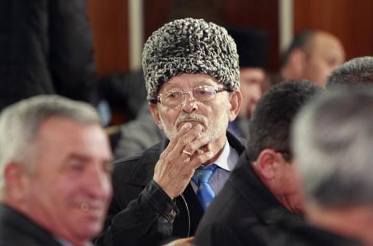 Một đại biểu tham dự hội nghị củaCộng đồng người Tatars. Ảnh: Reuters