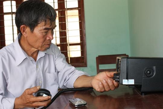 Ông Nguyễn Quốc Chinh bên bộ đàm