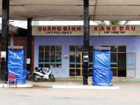 Trước đó, Chi cục QLTT Quảng Bình cũng đã tiến hành xử phạt một cửa hàng xăng dầu sai phạm như trên (ảnh minh họa)