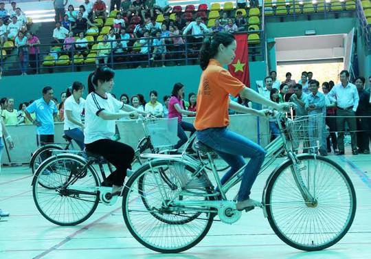 CNVC-LĐ thi môn xe đạp chậm