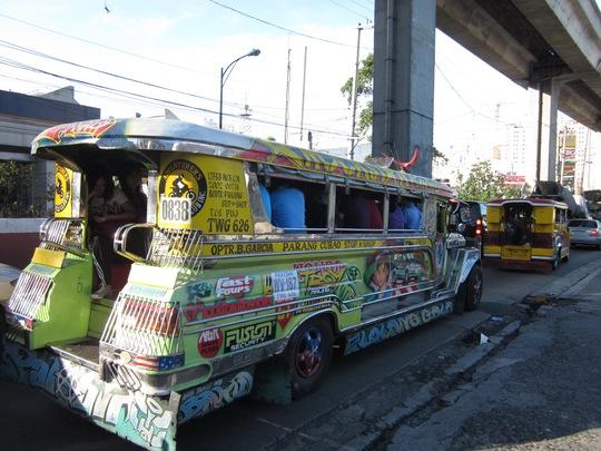 Jeepney, xe công cộng phổ biến ở Manila