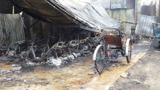 Hiện trường vụ cháy bãi giữ xe chiều 5-4