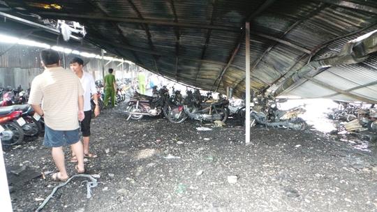 Nhân viên bãi xe vẫn còn thất thần khi vụ hỏa hoạn xảy ra