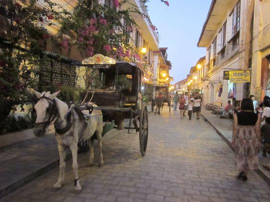 Xe ngựa trên phố cổ Manila