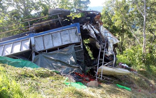 Hiện trường xe tải rớt xuống vực đèo Ngoạn Mục