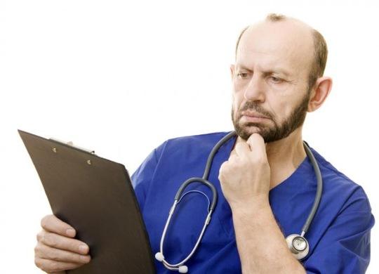 Khảo sát cho thấy có lúc thầy thuốc đối mặt với thách thức trong chỉ định và giải thích kết quả xét nghiệm (Ảnh MNT)