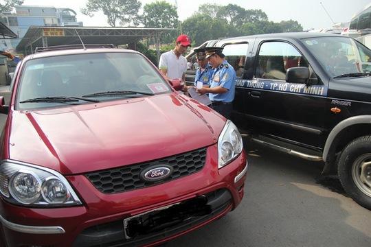 Taxi Uber bị xử phạt tại TP.HCM