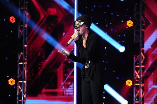 Thí sinh Huyền Minh đã lấy nước mắt nhiều khán giả bằng giọng hát và câu chuyện của mình