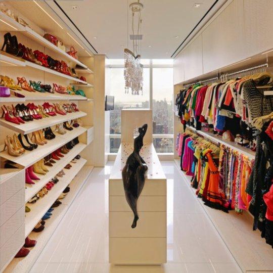 Những vị khách nữ sẽ không bao giờ muốn rời khu vực chứa quần áo và những phụ kiện khác