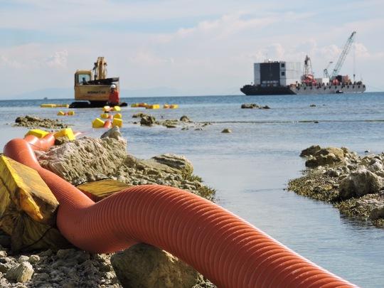 Cáp ngầm xuyên biển đã tiếp bờ Lý Sơn