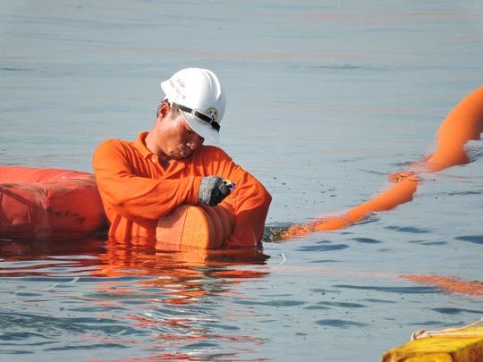 Những mét cáp ngầm cuối cùng đã tiếp bờ Lý Sơn.