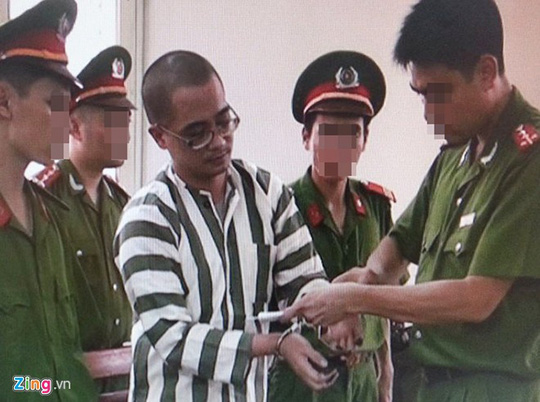 Chiều 22-7, Hội đồng thi hành án tử hình thành phố Hà Nội đã thi hành án tử hình với Nguyễn Đức Nghĩa. Nghĩa là phạm nhân thứ 2 trong số 3 tử tù phải thi hành án tử hình bằng hình thức tiêm thuốc độc tại Trại tạm giam số 1 (công an Hà Nội). Ảnh: Zing