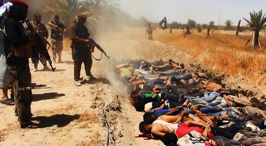 Các tay súng IS từng hành quyết nhiều cảnh sát và binh sĩ Iraq hồi năm ngoái. Ảnh: voice of detroit