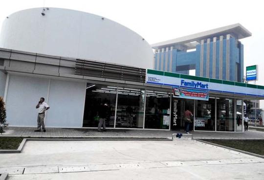 Khu thương mại gồm cửa hàng bách hóa tiện lợi kết hợp cùng chuỗi cà phê, món ăn của nhiều quốc gia