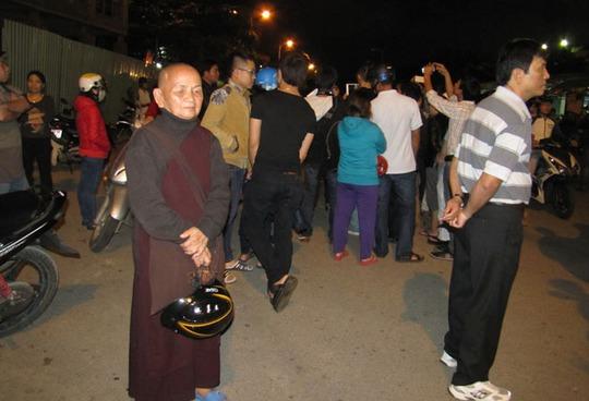 Hàng trăm người đội sương chờ đón ông Nguyễn Bá Thanh