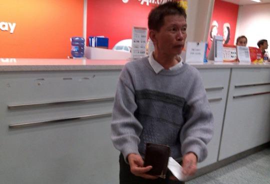 Ông Vũ Ngọc Thuyên bức xúc vì phải chờ đợi hơn 12 giờ tại sân bay