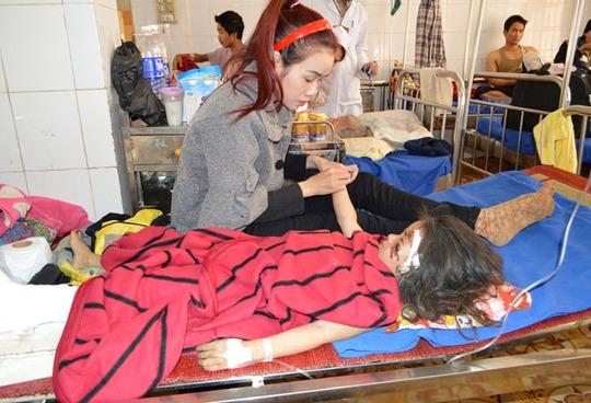 Cháu Trần Hoàng Kim Ly vẫn còn điều trị ở bệnh viện.