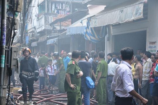 Cháy lớn gần nhà thi đấu quận Tân Bình