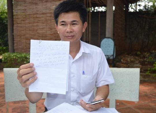 Ông Trần Minh Lợi với những bằng chứng tố cáo 2 cán bộ công an nhận hối lộ