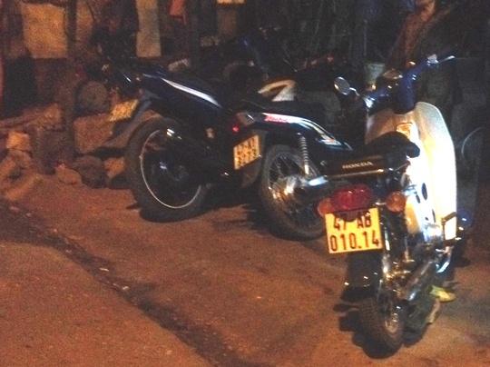 Ba chiếc xe máy của các đối tượng côn đồ để lại hiện trường