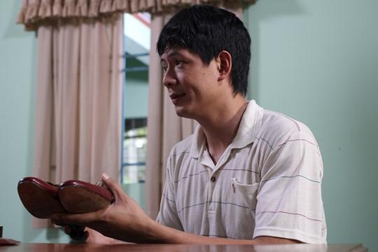 Bình Minh trong vai Quang- ôột thợ đóng giày