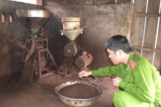 Khu vực chế biến cà phê dưới nền cáu bẩn