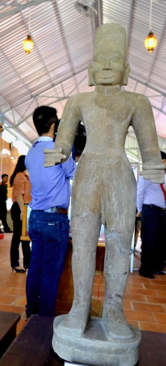 Pho tượng cổ được phát hiện ở khu di tích Óc Eo