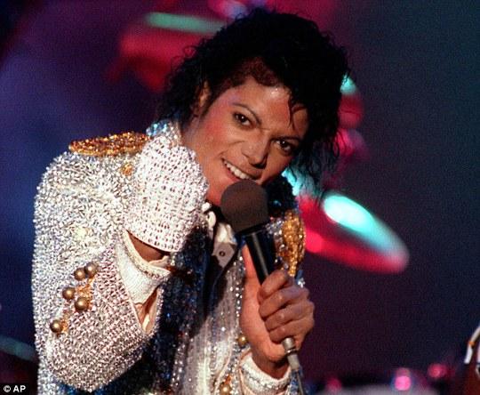 Michael Jackson qua đời 6 năm vẫn kiếm được gần 2 tỉ USD