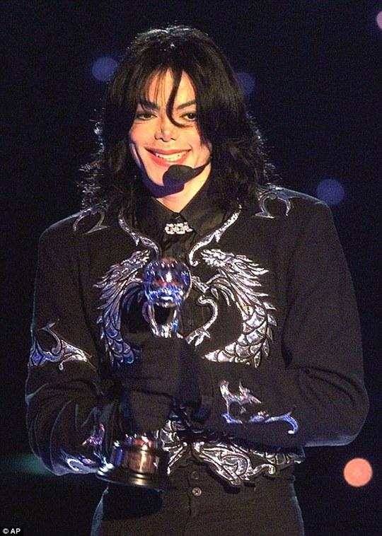 Michael Jackson qua đời 6 năm vẫn kiếm được nhiều tiền