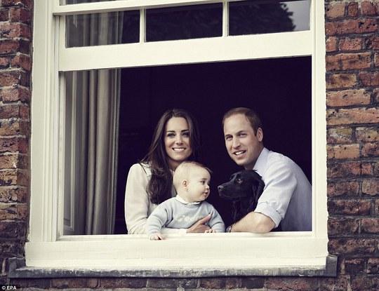 Gia đình nhỏ 3 người của hoàng tử William nay đã có thêm thành viên mới