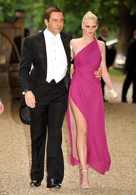David Walliams và Lara Stone