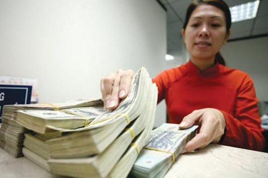 """Chúng ta đang đứng ở giữa hai sức ép. Một mặt muốn có tiền tươi thóc thật nhanh để tái cơ cấu các ngân hàng. Mặt khác không muốn để hệ thống ngân hàng Việt Nam """"rơi"""" vào tay nước ngoài. Chúng ta phải cân đối giữa hai điều đó, Thống đốc NHNN Nguyễn Văn Bình nói."""