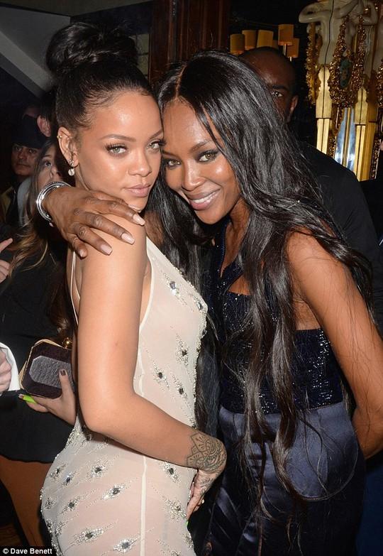 Rihanna nói nếu cô có một người đàn ông thì người đó phải chịu được lịch trình khủng khiếp của mình và không được sợ hãi