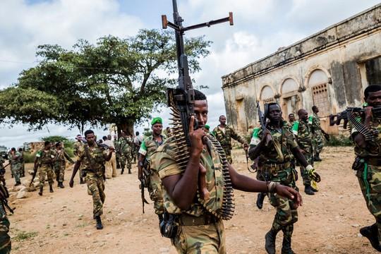 Phiến quân Shabab vẫn reo rắc sợ hãi dù không còn hùng hậu như trước. Ảnh: New York Times