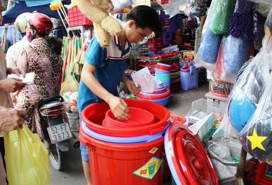 Lượng thau, chậu ở các cửa hàng bán tăng vọt sau khi có thông tin cúp nước trên diện rộng