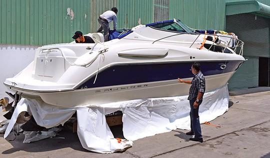 Chiếc du thuyền vừa nhập về được anh Huy (nhà Q.7) mua với giá 2,5 tỉ đồng - Ảnh: H.K.