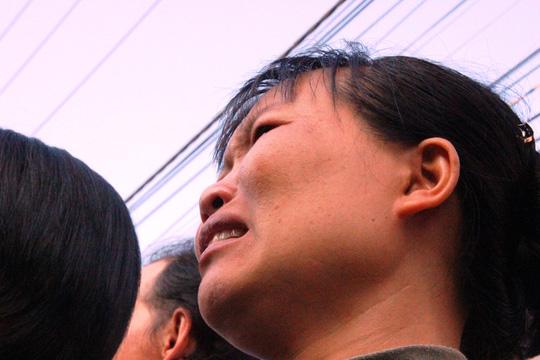 Người dân khóc thương trước cảnh 6 thi thể được đi đi an nghỉ