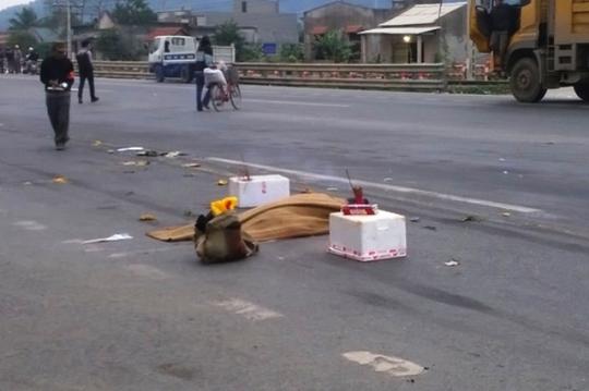 Hiện trường vụ tai nạn thương tâm khiến 2 người quan đường bị cán chết