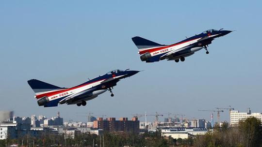 Hai máy bay xuất phát từ một căn cứ quân sự của Trung Quốc. Ảnh: Reuters